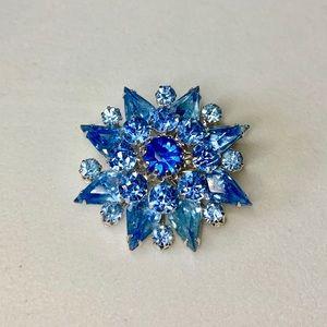 💙 Dazzling Vtg Coro Blue Rhinestone Brooch 💙